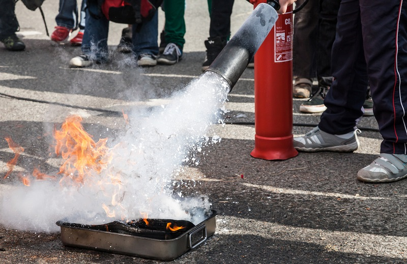 wet foam fire extinguisher